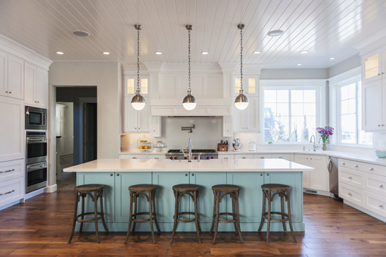This Hickory Floor With A Darker Stain Contrasts Beautifully White Cabinetry And Countertops